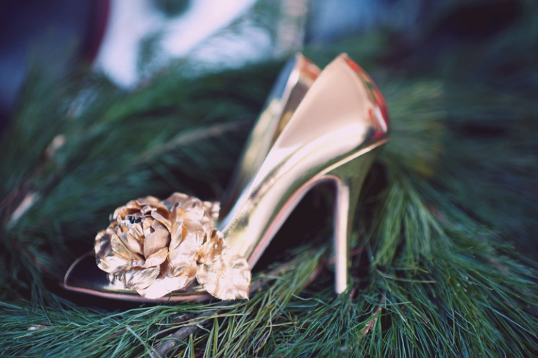 gold wedding shoes // joyeuse photography