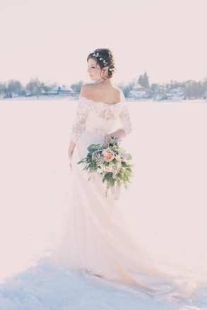 winter wedding dress joyeuse photography
