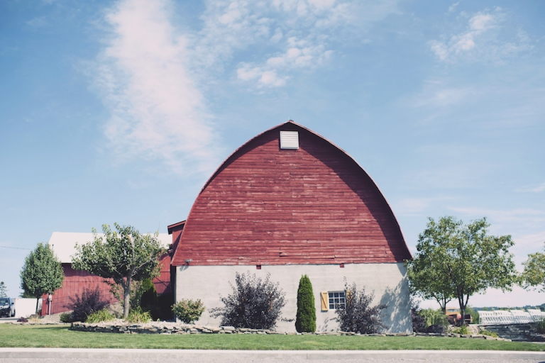 hayloft on the arch wedding joyeuse photography